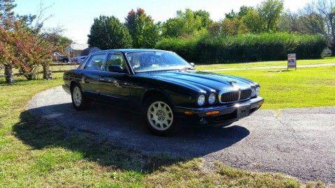 1999 Jaguar XJ8 British Racing Green for sale
