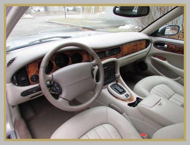 NICE 2001 Jaguar XJ