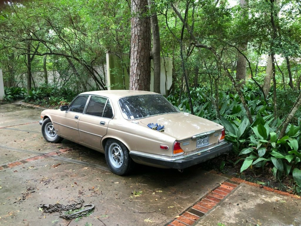 1985 Jaguar XJ6 4 door sedan Vanden Plas edition